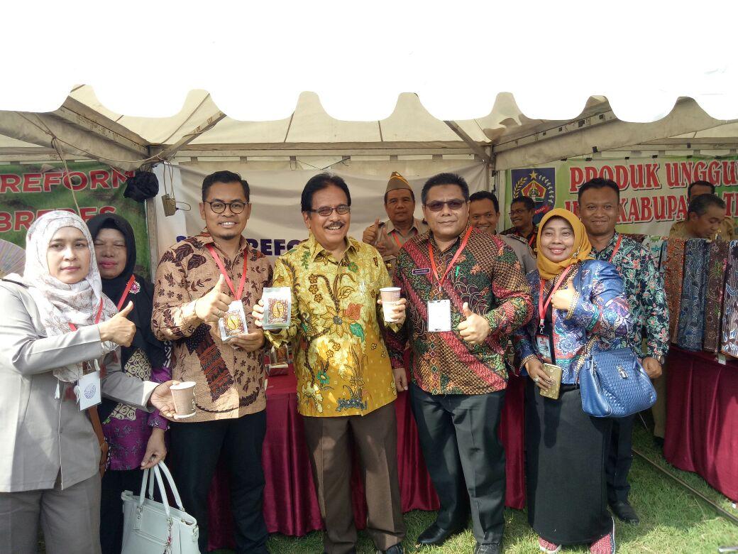 Kepala Desa Pulosari promosikan kopi tugu juang dalam kunjungan presiden di slawi